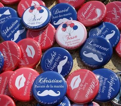 Choucailloubijoux - Badges Personnalisés {Delphine & Julien} Corail & Bleu Marine Photobooth, Bouche, Moustache & Ballons