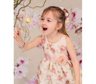 Pajecita con vestido de flores