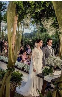 vestido renda com flores de organza