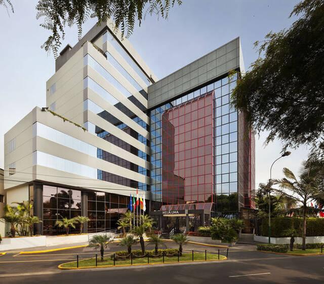 Puerta Principal del Hotel. Av. Salaverry 2599 San Isidro.