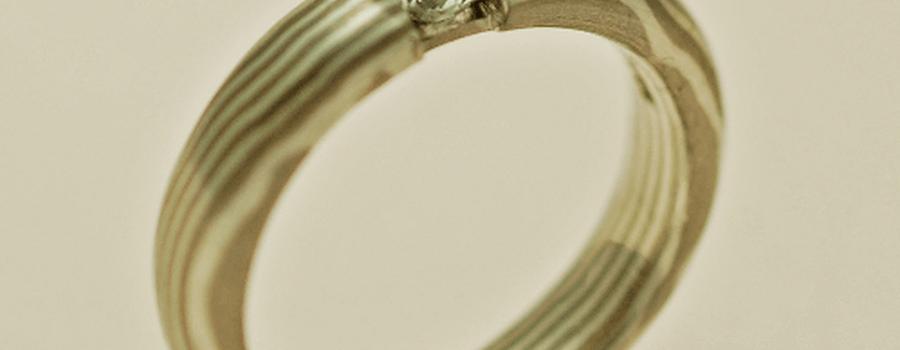 Beispiel: Ringe der Reihe Mokume Gane mit Edelstein, Foto: Das Schmuckwerk.