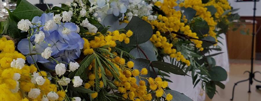 Mimosas y hortensias  mesas de Iglesia