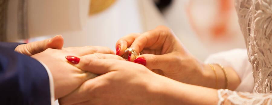 Przyjmij tę obrączkę jako znak mojej miłości...