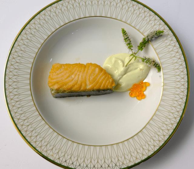 Salmão braseado, maionese wasabi
