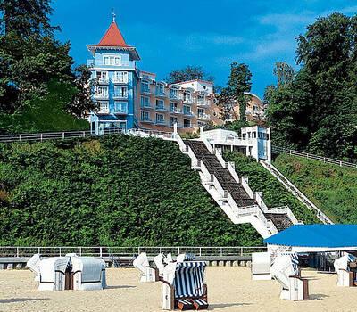Beispiel: Das Hotel, Foto: Travel Charme Kurhaus Sellin.