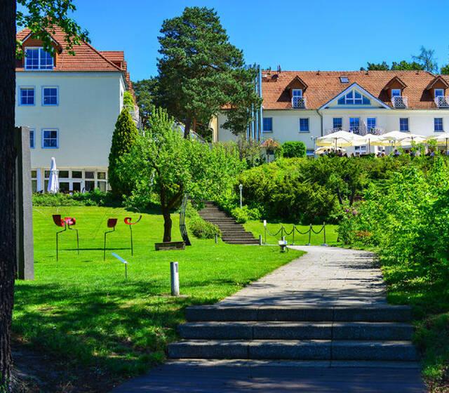 Beispiel: Außenbereich - Park am See, Foto: Hotel residenz am Motzener See.
