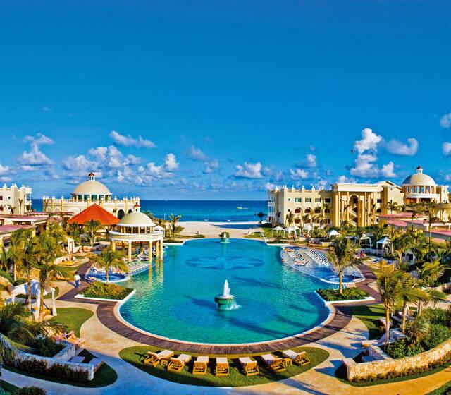 IBEROSTAR Grand Paraíso es el lugar ideal para el destino de tu boda. Celebra tu día en este lujoso resort con servicios 5 estrellas, magníficas instalaciones y paquetes diseñados para hacer tu evento inolvidable.