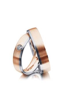 44 900р. Артикул: M01088 Материал: Золото 585' Размер: 16.0 / 18.0 Цвет: розовый, белый Вес пары: ~16 гр. Ширина: 5 мм. Толщина: 2.1 мм. Вставка: бриллиант 3 мм. 3/5