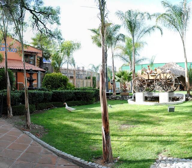 Jardín con carreta