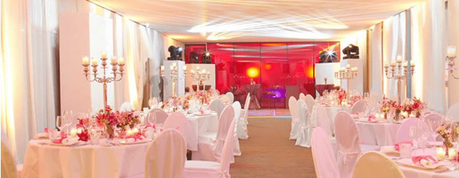 Beispiel: Hochzeitsgedeck, Foto: East Hotel.