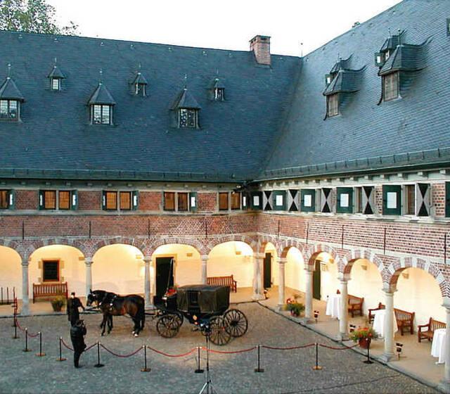 Beispiel: Schlossinnenhof, Foto: Schloss Reinbek.