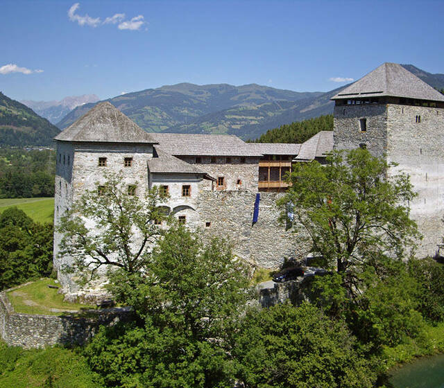 Beispiel: Außenansicht, Foto: Burg Kaprun.