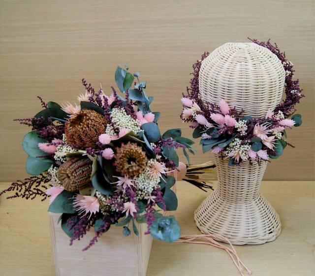 corona y ramo de flores  preservado