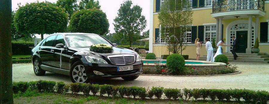 Beispiel: Mercedeslimousine mit Blumengebinde, Foto: G&P Limousinenservice.