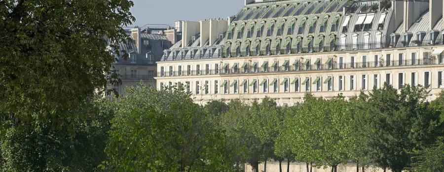 La façade de l'hôtel Meurice, vue du jardin des Tuileries