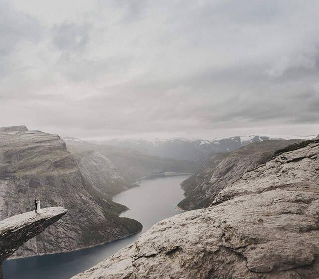 Plener ślubny Trolltunga Norwegia.