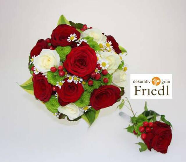 Beispiel: Brautstrauß und Blumenanstecker, Foto: Friedl dekorativ & grün.
