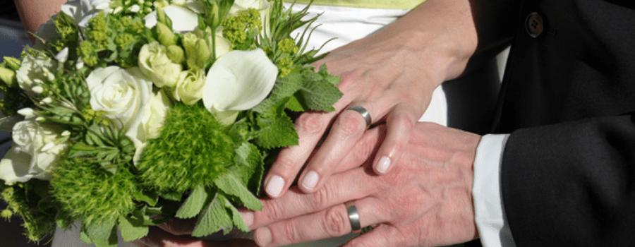 Beispiel: Hochzeitsstrauß, Foto: Blumen von Steiner.