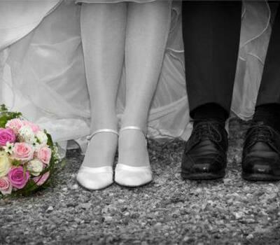 Beispiel: Brautpaar mit Brautstrauß, Foto: Stiel und Blüte.