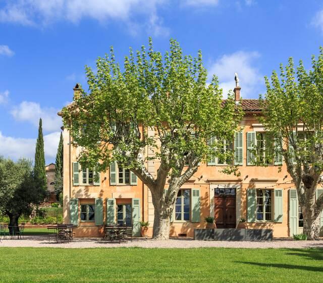 Château des Demoiselles : la douceur de la Provence, sur un magnifique terroir de 300 hectares