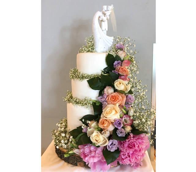 Tarta boda con flores naturales