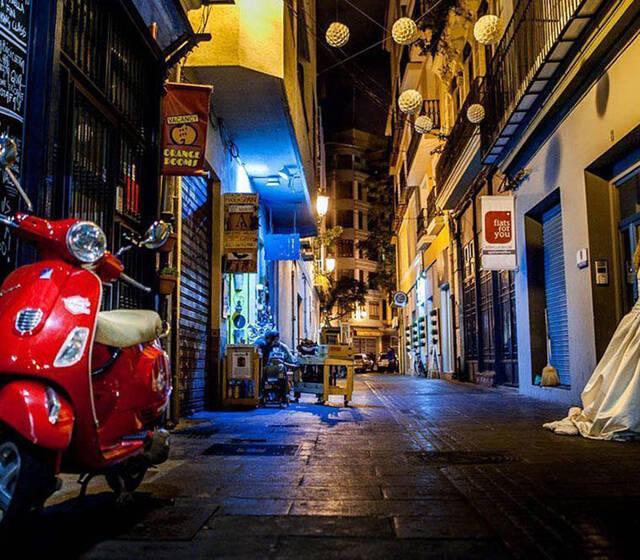 Laura y Edu por las calles de Valencia