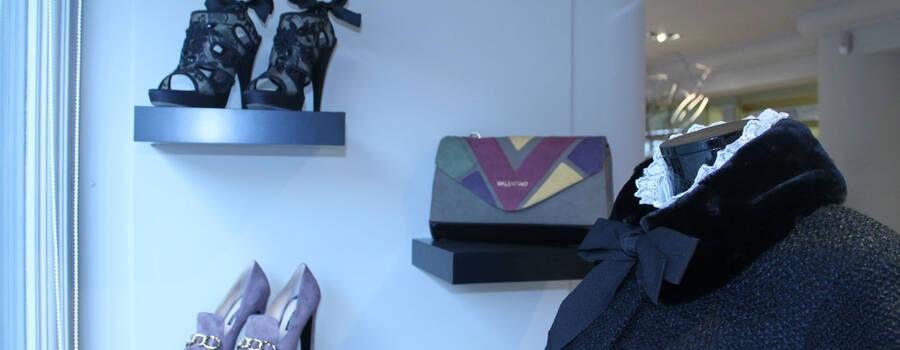 Complementos, zapatos, bolsos, tocados ... todo para completar tu look para ceremonia o eventos especiales.