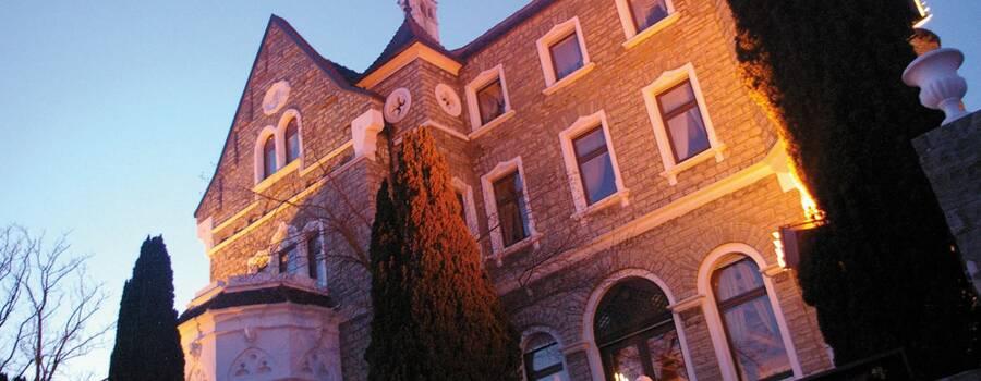 Beispiel: Aussenansicht, Foto: Schlosshotel Steinburg.