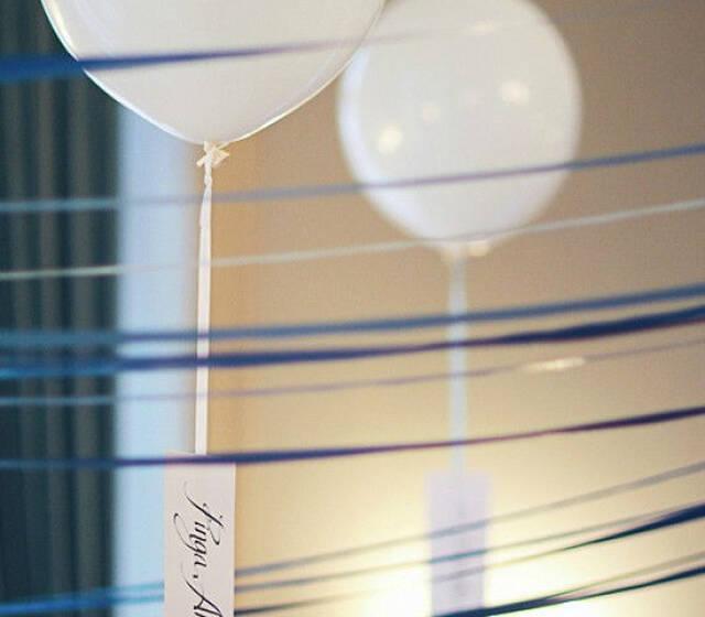 Decoração com balões de 45 cm cheios com hélio