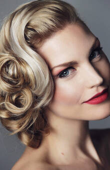 Bron: Maite Veronica Make-Up & Hair Artist