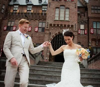 Het eindresultaat: een stralend bruidspaar op een stralend mooie dag.