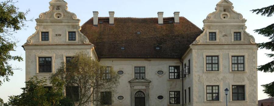 Beispiel: Hauptansicht, Foto: Schloss Schmarsow.