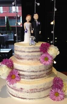 Naked cake y novios personalizados