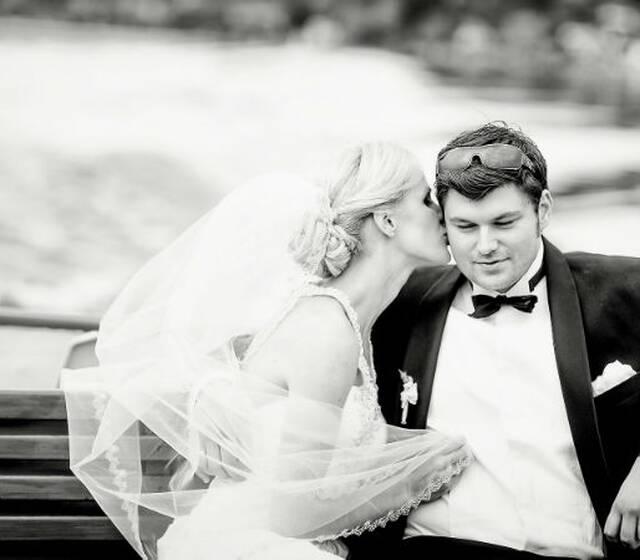 Beispiel: Kuss, Foto: Katja Schünemann Wedding Photographie.