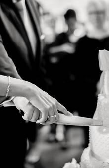 Aansnijden van de bruidstaart