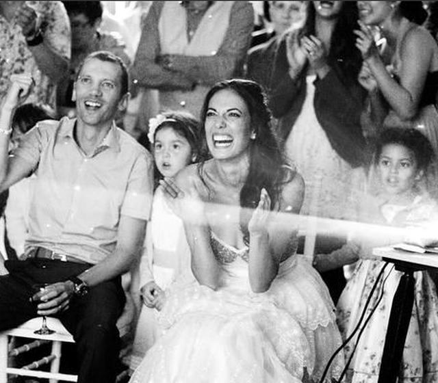 Réaction live des mariés pendant la projection