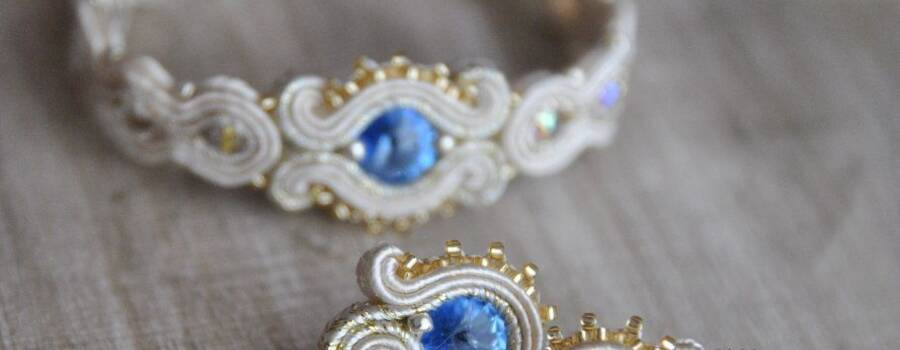 Biżuteria ślubna z sutaszu z odrobiną koloru