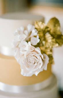 Gold Wedding Cake  @rebeccayale photographie