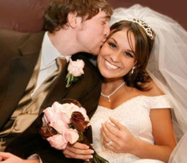 Beispiel: Glückliche Brautpaare, Foto: Hochzeitswerkstatt.