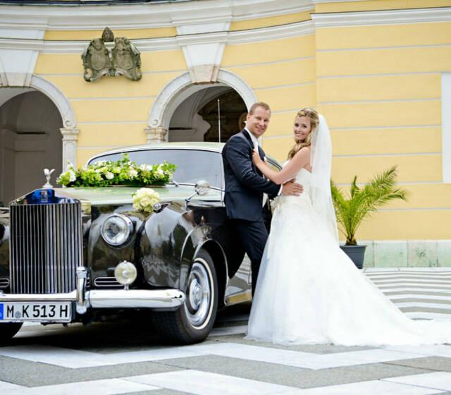 Beispiel: Brautpaar, Foto: Rolls Royce Silver Cloud.
