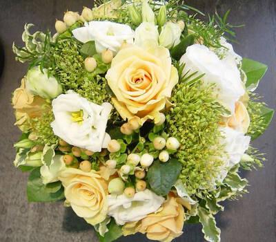 Beispiel: Brautstrauß, Foto: Blumen Kamm.