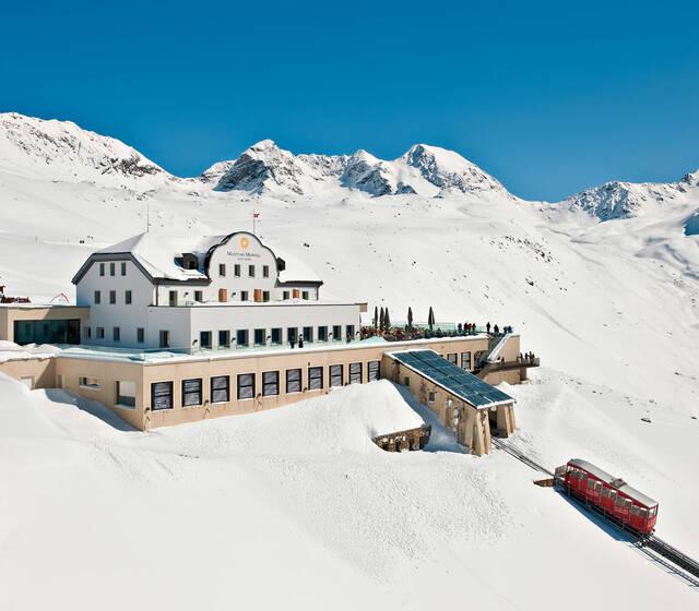 Romantik Hotel Muottas Muragl auf 2'456 m.ü.M.