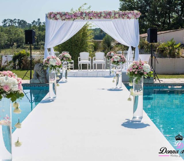 Houppa voilage avec bandeau florale + pont sur piscine By Donna Design