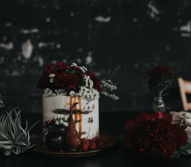 Rustic Torte Photo :http://maryfernandez.ch Hochzeitsplaner :https://www.raumundkleid.ch