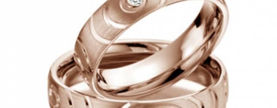 Beispiel: Trauringe Rotgold, Foto: Juwelier Junghähnel.