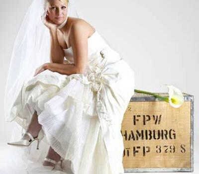 Beispiel: Brautmode, Foto: Dressmaker.