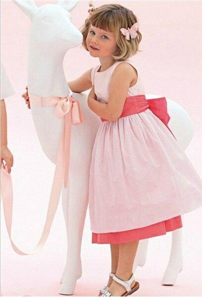 robes de couleur pour les demoiselles d 39 honneur du cort ge. Black Bedroom Furniture Sets. Home Design Ideas