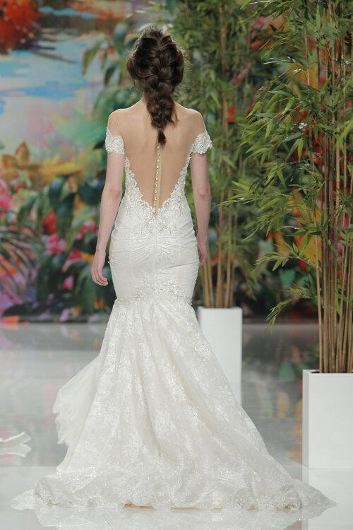 Vestido de novia con escote espalda