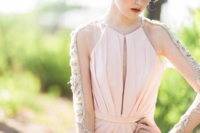 Noiva linda, de cor-de-rosa vestida.