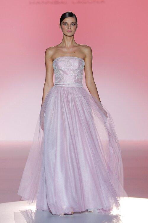 Te atreves con un color distinto al blanco para tu vestido de novia?